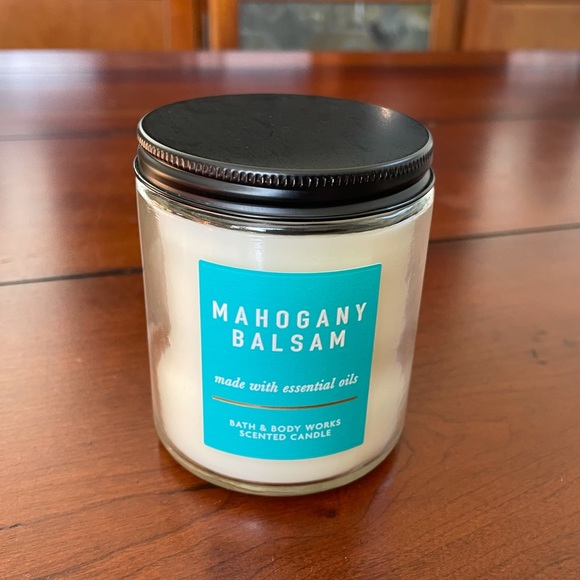 Bath and Body Works 7 oz candle Mahogany Balsam